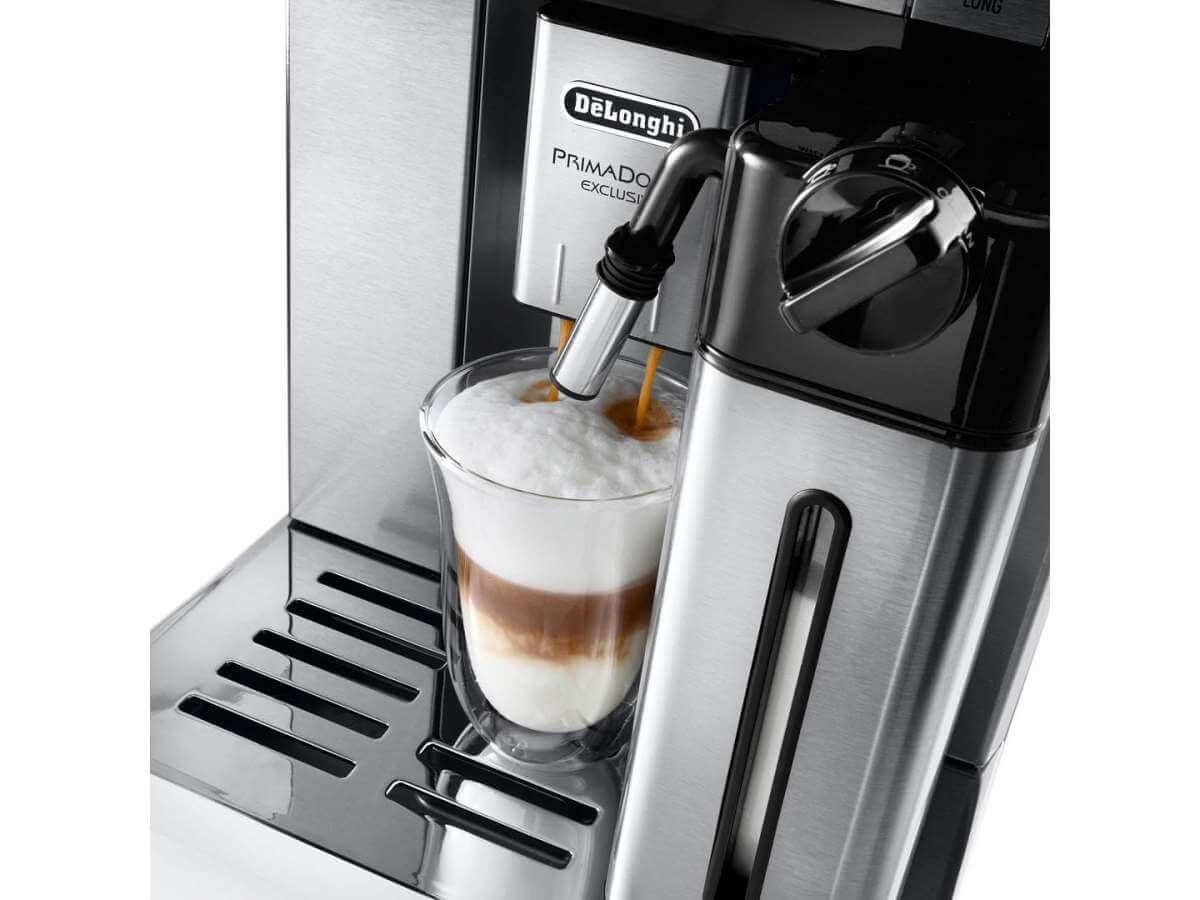 esam 6900 detail milk carafe latte macchaito